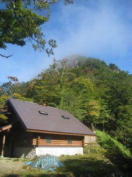 朝の山小屋.jpg