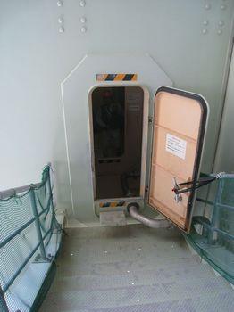 6エレベーター入り口.jpg